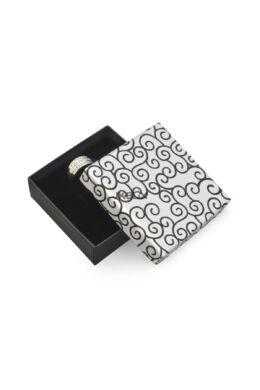 Mintás díszdoboz fülbevaló-nyaklánc-szett-karkötő  90x90x30 mm