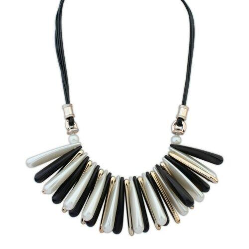 Elegáns fekete - fehér- arany nyaklánc