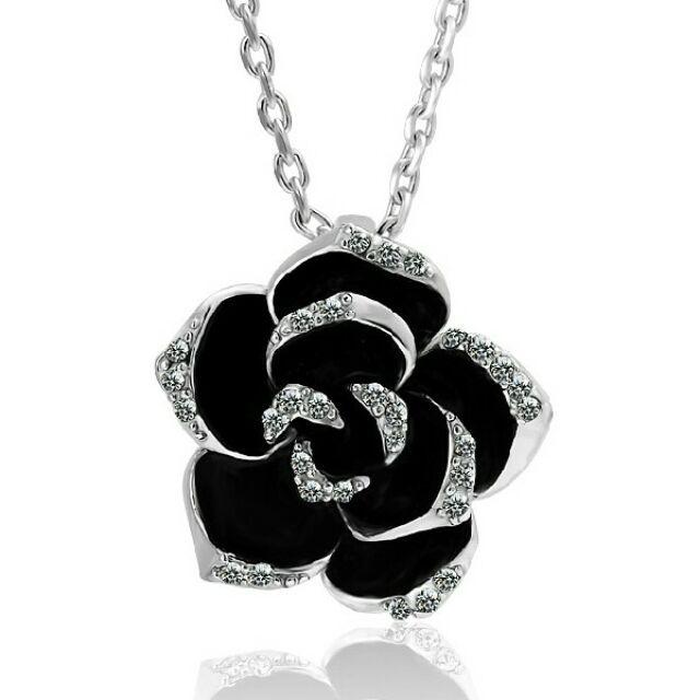 Fehérarany színű rózsa nyaklánc