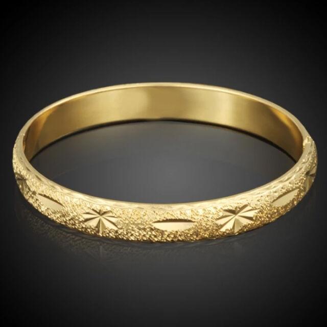 Csiszolt virágmintás karperec gold